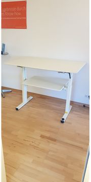 Höhenverstellbare Büromöbel