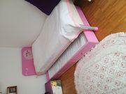 Kinderbett mit Nachttisch
