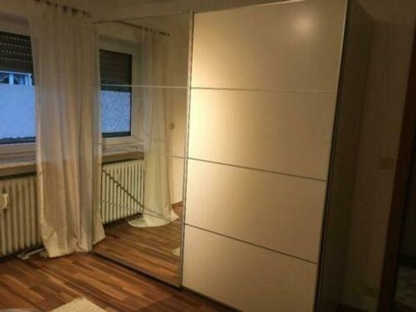 ikea pax schiebet ren wei spiegelglas auli mehamn. Black Bedroom Furniture Sets. Home Design Ideas