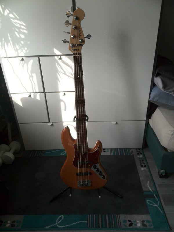American Deluxe Jazz Bass Amber
