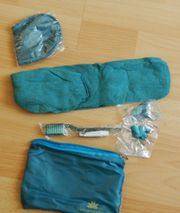 Kosmetiktäschchen mit Socken Augenmaske Zahnbürste