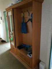 Garderobe mit Schrankteil und Spiegel