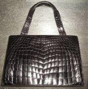 Damenhandtasche aus schwarzem Krokodilleder aus