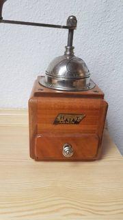 Antike Kaffeemühle