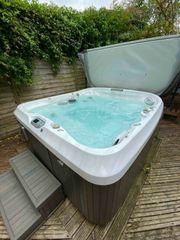 Jacuzzi J465 hot tub