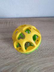 Spielball mit Glöckchen zu verkaufen