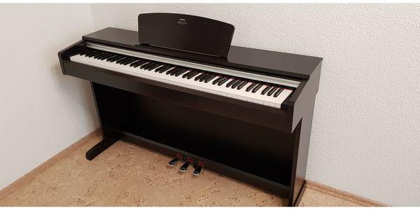 Yamaha Arius Digital Piano Dunkles