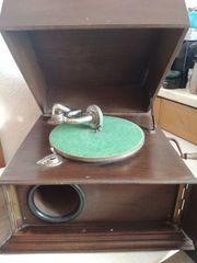 Dachbodenfund altes Grammophon Holz