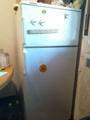 Kurzfristig Kostenlos Kühlschrank-Gefrier-Kombi klein muss