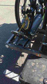 Motorradanhänger mit Fahrradhalterung