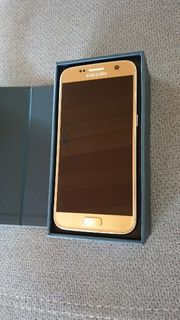 Samsung Galaxy S7 in Top