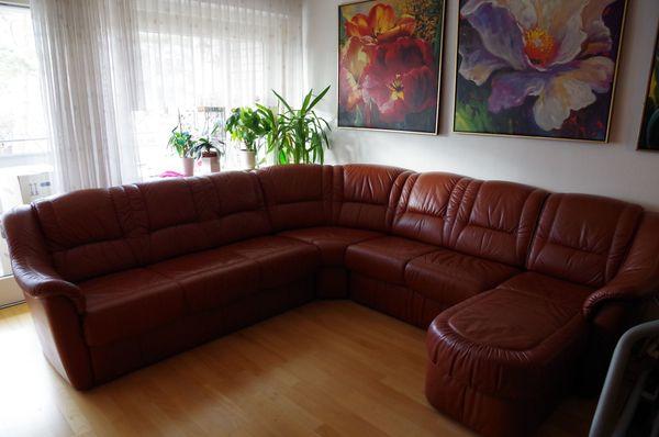 Großes Vollleder-Sofa mit integriertem Bettkasten -