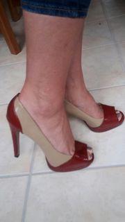 Schöne getragene Damen Schuhe für