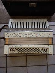 Hohner Akkordeon mit Koffer - Alt