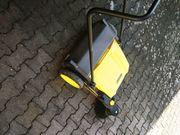 Kärcher Handkehrmaschine mit Seitenbesen K750