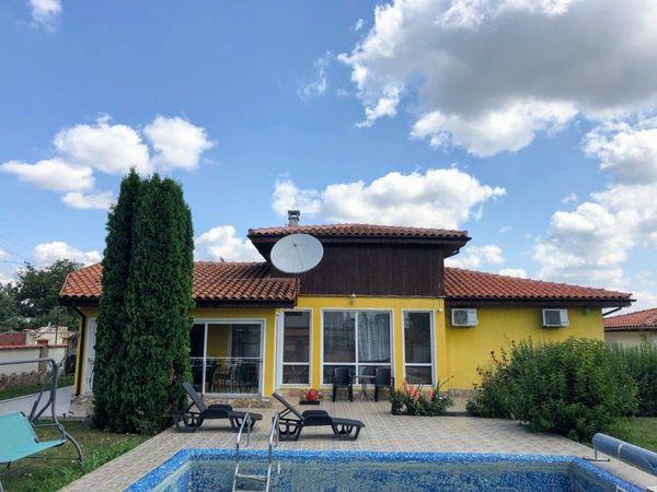 Haus mit beheiztem Pool Gasthaus