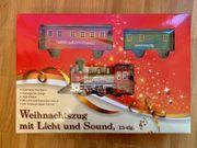 Weihnachtszug Eisenbahn mit Licht und