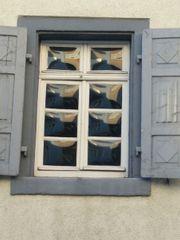 Altes Fenster aus dem Jahr