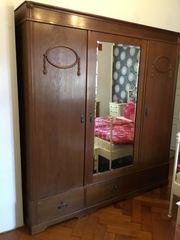Antiker Schlafzimmer Dreiteilig Schrank Verzierungen