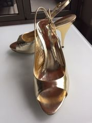 Damenschuhe Sandalen aus goldenem Leder