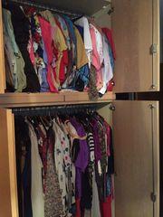Modische Kleidungsstücke für die reifere
