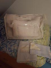 Bettdecke und Kissen mit Bezug