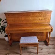 Klavier der Marke Hyundai aus