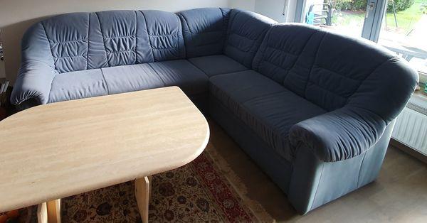 Couch und höhenverstellbaren Couch-Tisch