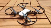 neuwertige Ryze Tello Drohne inkl