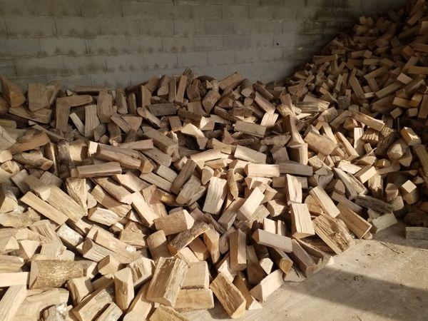 Brennholz Trochenes mit Lieferung