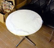 Weisser Tisch sehr stabil und