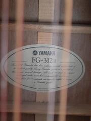 12 Seitige Yamaha Westerngitarre