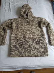Kapuzenpullover komplett aus Wolle