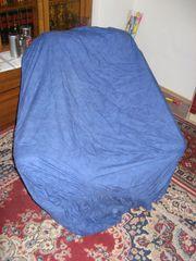 blauer Sesselüberzug zu verschenken