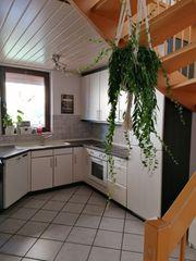 Weiße Holz Einbauküche Küchenzeile mit
