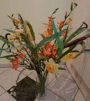 Bunter Blumenstrauß Terracotta-Bodenvase
