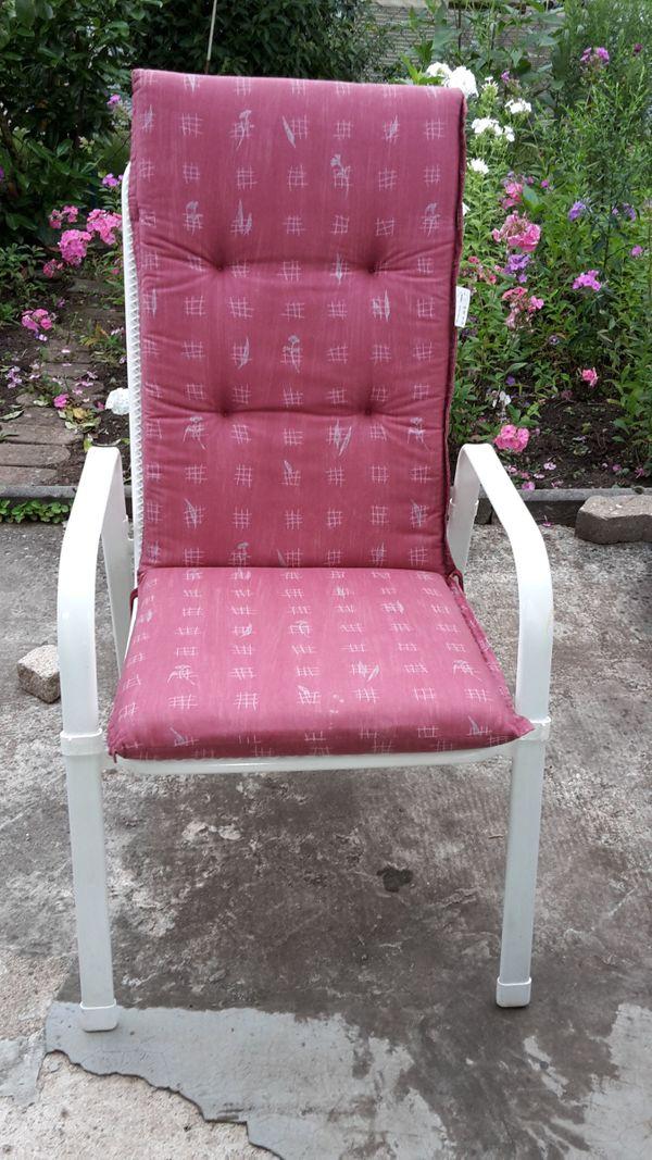 Gartenstühle - Nürnberg Rabus - 6 Gartenstühle mit Sitzauflagen, wenig benutzt, weißes Metallgestell mit Kunststoff beschichtet. Pro Stück 30,00 EUR - Nürnberg Rabus