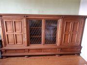 Wohnzimmerschrank mit Glas-Vitrine aus massiven