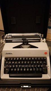 OLYMPIA Schreibmaschine mit Koffer