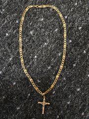 Goldkette mit Kreuzanhänger