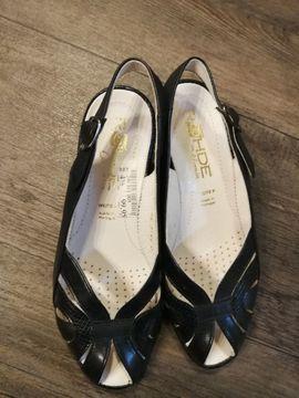 Schuhe, Stiefel - Schwarze Damen-Sandalen Gr 37