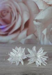 Haarschmuck mit Blume