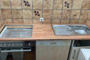 Kleine Küchenzeile elektronischen Geräten