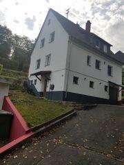 Freistehendes Ein- Zweifamilienhaus mit Garage