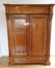 Antiker Kirschbaum-Schrank guter Zustand