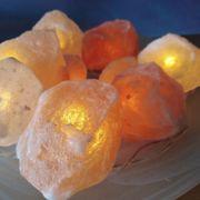 Alabaster Schale mit Salzsteinen und
