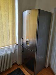 Kühlschrank mit -GefrierKombinationn und Wassertank