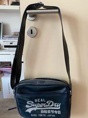Superdry Tasche in dunkelblau mit