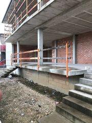 Abstürzsicherung Geländezwinger für Baustelle