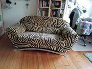 Verschenke 2-er-Sofa schwarz-gelber Zebra-Look